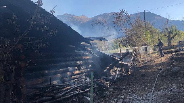 Artvin haberleri: PTT emeklisi toprağa verilirken evi yandı