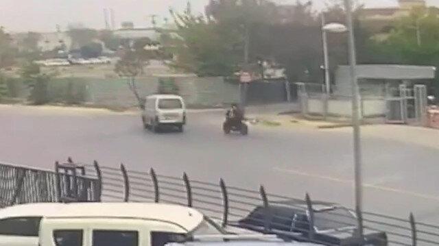 Motosikletin minibüse çarptığı feci kaza kamerada