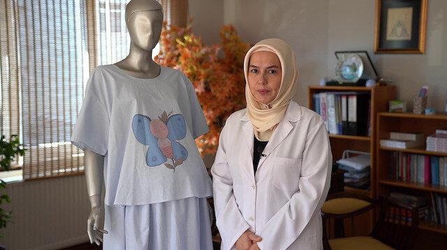 Anne dostu doğum elbisesi: Mahremiyete dikkat ediyor