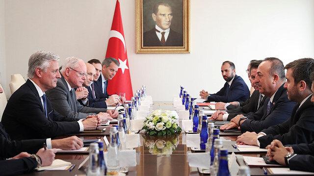 Bakan Çavuşoğlu ABD'li heyet ile Barış Pınarı'nı görüştü
