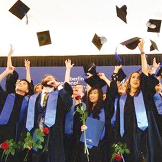 BAU Global'in Berlin'de mezuniyet heyecanı