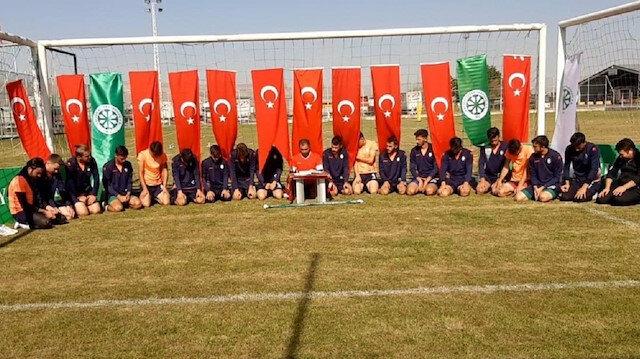 Mehmetçik için antrenman sahasında Fetih Suresi okudular