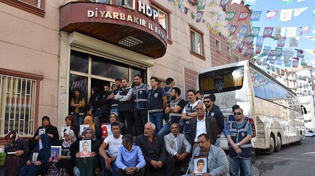 HDP'lilerden oturma eylemini engellemek için yaptıkları çirkin harekete annelerden tepki: Onların sonu geldi artık
