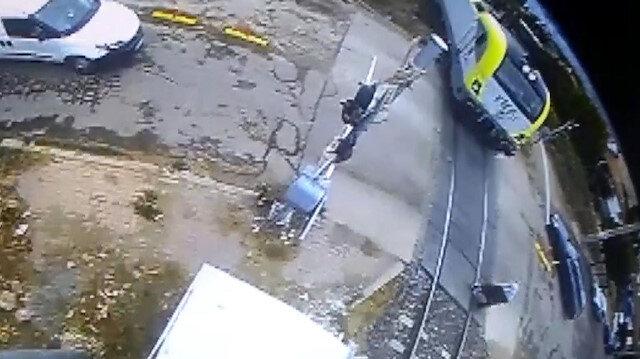 Trenin yayaya çarptığı feci kaza kamerada
