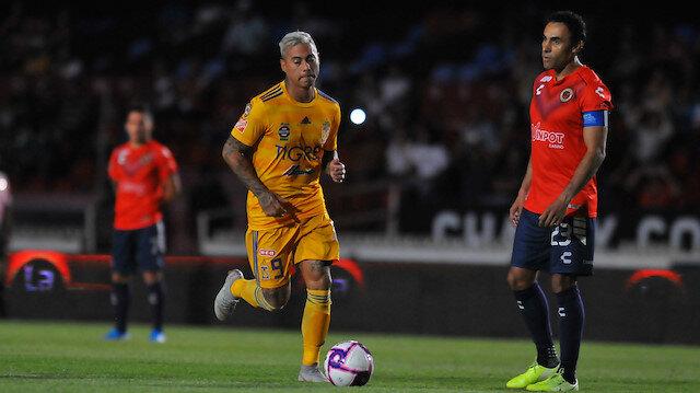 Veracruzlu futbolcular hareketsiz beklerken, Tigresli oyuncular 2 gol attı.