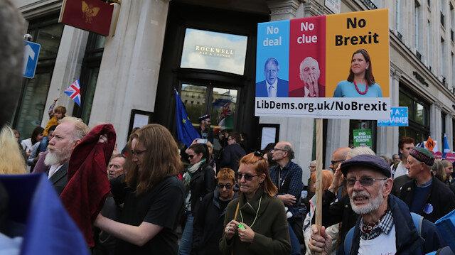 Londra'da Brexit karşıtı protesto: Bir milyon kişi parlamento önüne yürüdü