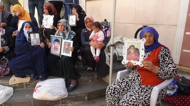 Diyarbakır anneleri 47 gündür HDP önünde evlatlarını bekliyorlar: Oğlumun hasretinden geceleri yatamıyorum