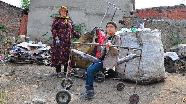 Felçli çocuk inşaat demirleriyle yapılan yürüteçle hayata tutundu: Yardım bekliyor