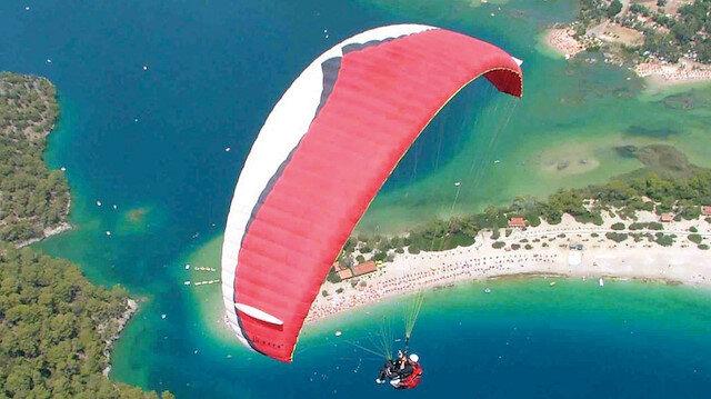 Paraşüt pilotu denize çakıldı