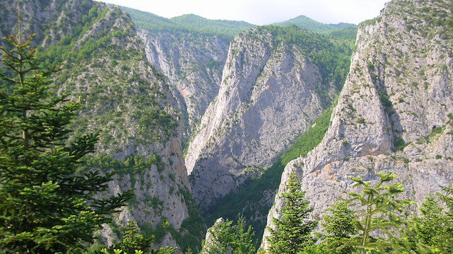 World's second deepest canyon attracts visitors in Turkey