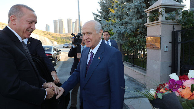 Cumhurbaşkanı Erdoğan MHP lideri Bahçeli'ye geçmiş olsun ziyareti