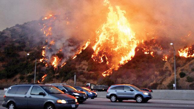 Kaliforniya'da yangınlar büyüyor