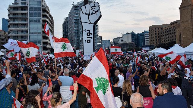 Lübnan'da protestolar: Yeni hükümet kuruluna kadar Hariri'nin görevde kalması istendi