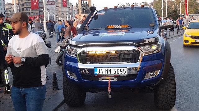 Taksim'de çakar kullanan lüks cip sürücüsüne 2 bin 4 lira ceza