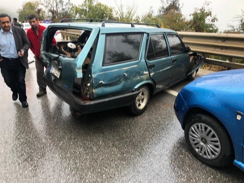 Kazaya giren bazı araçlar hurdaya döndü.