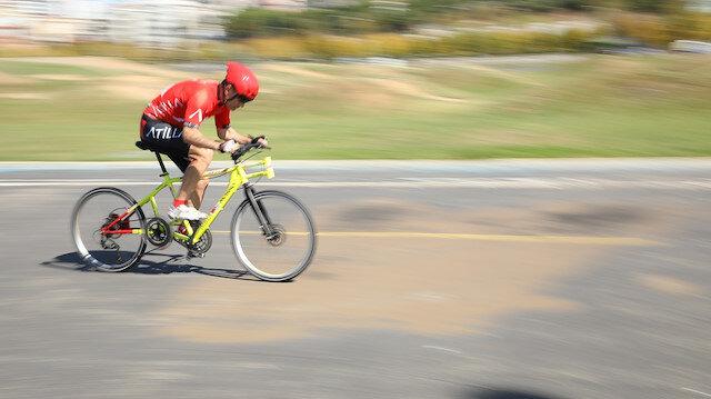 53 yaşındaki eski milli sporcu Atilla Atay, özel üretim bisikletiyle 200 kilometre hıza ulaşmak için rekor denemesi yapacak.