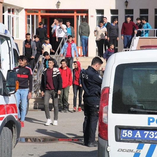 Sivas'ta 5 öğrenci zehirlenme şüphesiyle hastaneye kaldırıldı: Yedikleri tavuk dönerden numune alındı