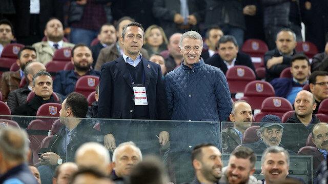 Trabzonspor Başkanı Ahmet Ağaoğlu ve Fenerbahçe Başkanı Ali Koç geçen sene oynanan maçta objektiflere böyle poz vermişti.