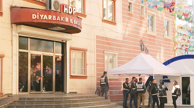 HDP'liler binayı bırakıp kaçtı