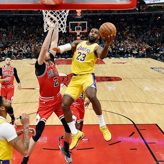 Lakers' James sets record over straight triple doubles