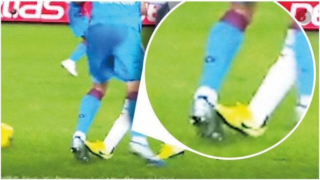 Trabzonspor-Göztepe maçında Sörloth'un yaşadığı bir pozisyonda bordo-mavili ekip penaltı beklemiş, hakem Fırat Aydınus oyunu devam ettirmişti.