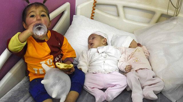 1,5 aylık ikizler ile 2 yaşındaki kızı terk eden anne ve baba gözaltına alındı