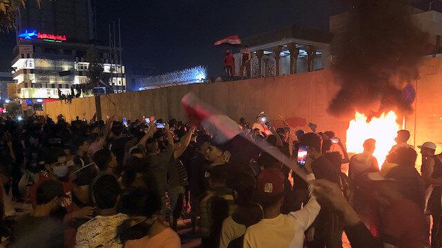 Irak'ta protestoların şiddeti artıyor: 3 milletvekilinin evi ateşe verildi