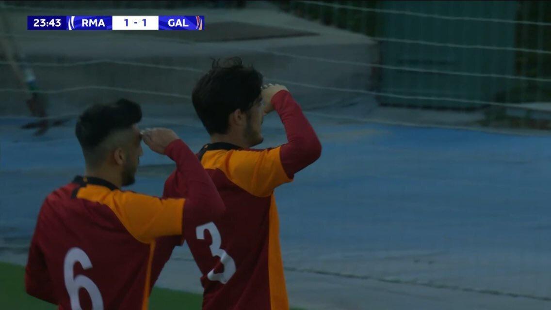 UEFA Gençlik Ligi'nde Real Madrid karşısında maçı 1-1'e getiren golü atan Galatasaraylı Süleyman Luş, sevincini asker selamı vererek yaşadı
