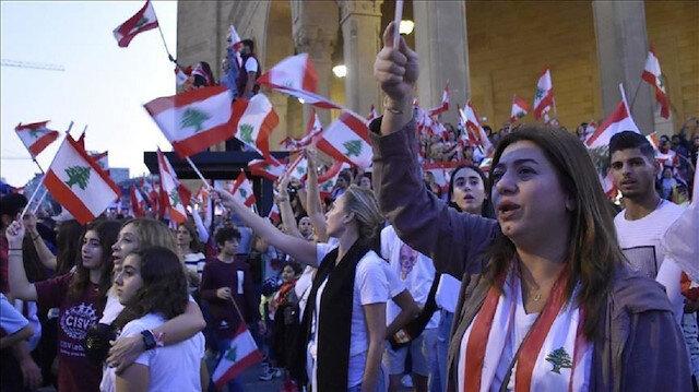 لبنان.. مسيرات طلابية واستمرار إغلاق مرافق حيوية