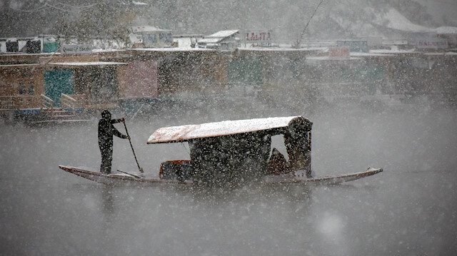 Heavy snowfall kills 3 people in Kashmir