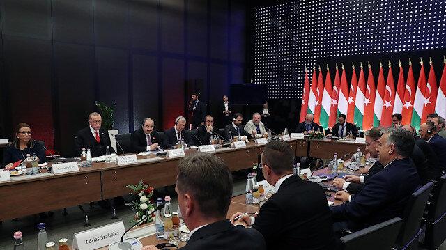 أردوغان يلتقي رجال أعمال أتراك ومجريين في بودابست