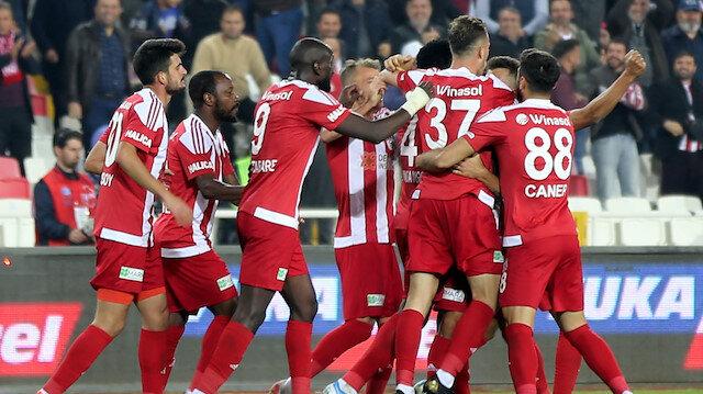 Sivasspor sahasında Konyaspor'u 2-0 mağlup etti.