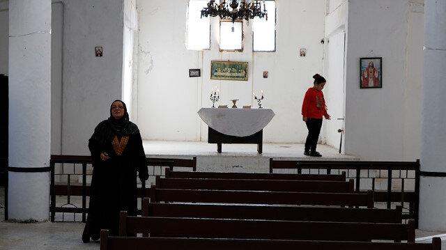 YPG'li teröristlerin zarar verdiği kilise Türkiye'nin girişimleriyle yeniden ibadete açıldı.