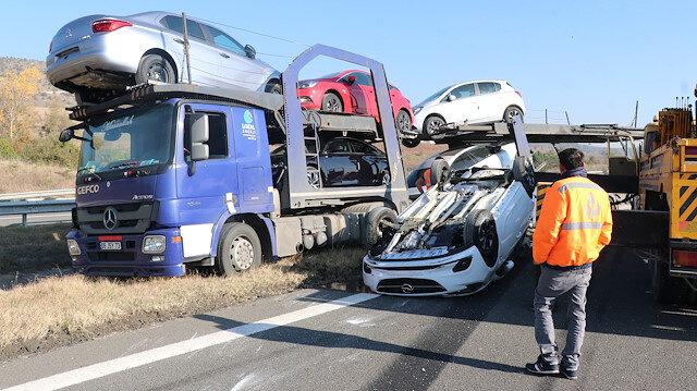 Anadolu Otoyolu Bolu kesiminde kaza yapan TIR'daki 8 sıfır otomobil hasar gördü