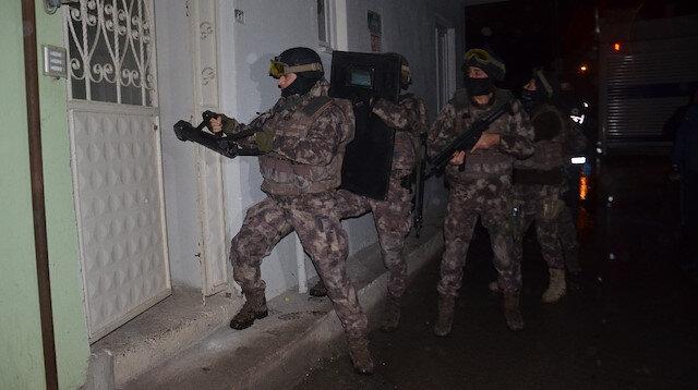 Bin polisle şafak operasyonu: Özel harekat kapıları böyle kırdı