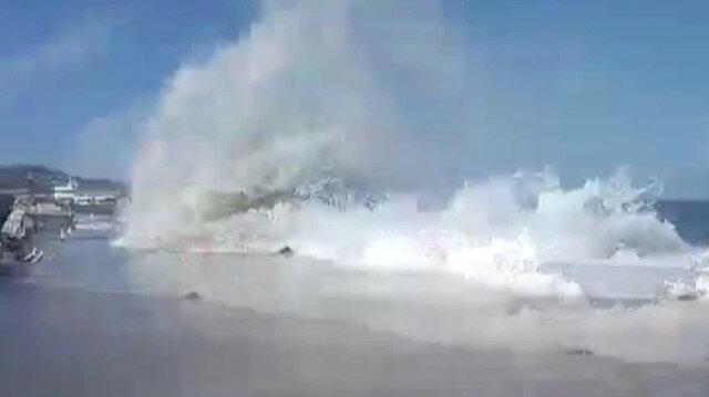 'Tsunami zannettim': Büyükada'da kıyıya vuran dalgalar nedeniyle vatandaşlar ölümden döndü
