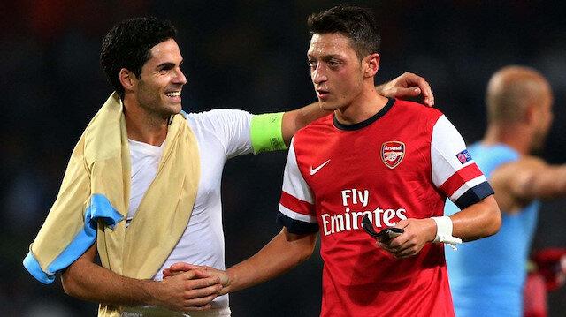 Arteta, Mesut Özil ile birlikte Arsenal'da forma giymişti.