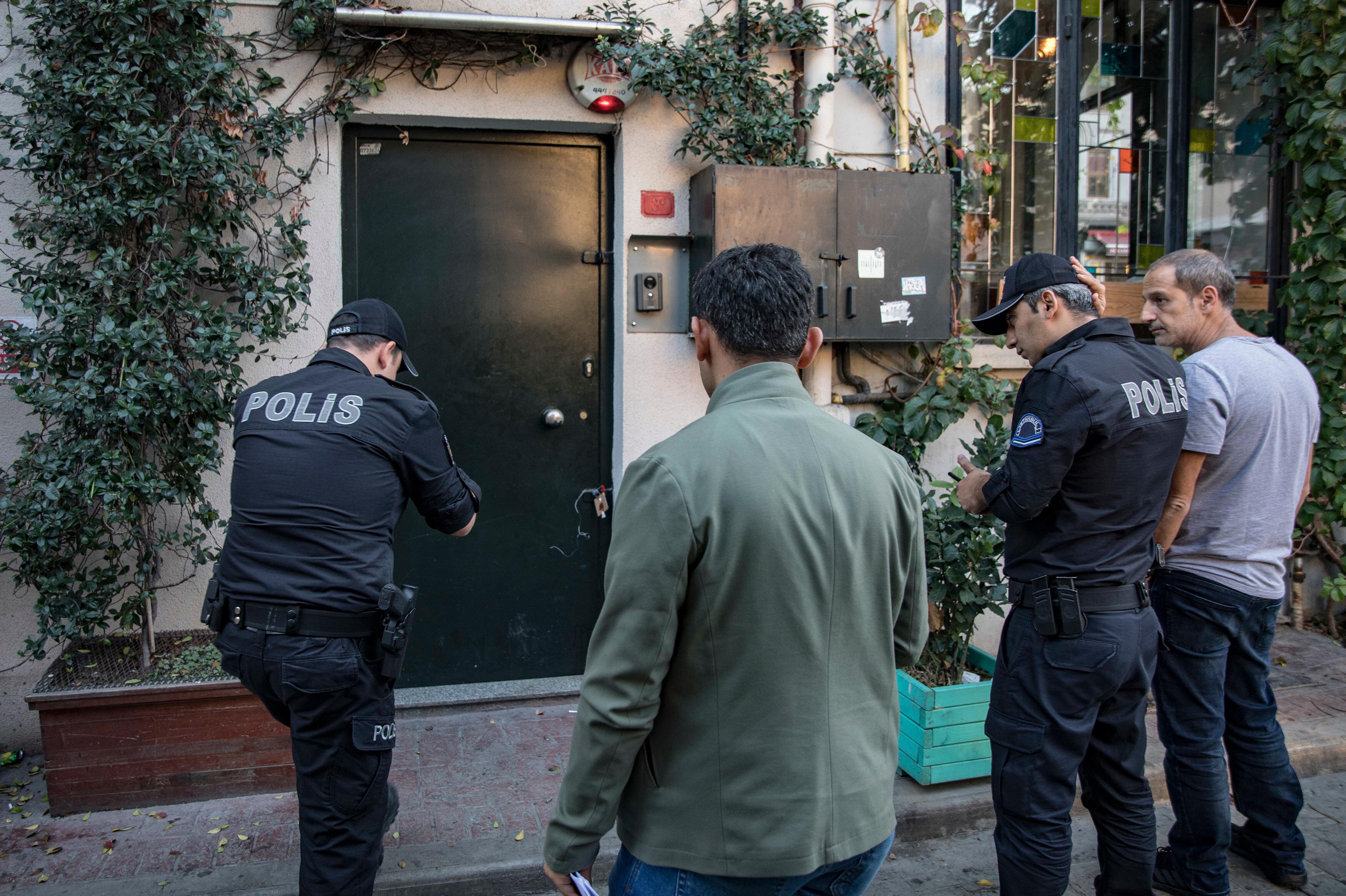 Olayın ardından polis ekiplerinin, Le Mesurier'in yaşadığı evde yaptığı araştırmada harita ve krokiler bulunduğu ileri sürüldü.