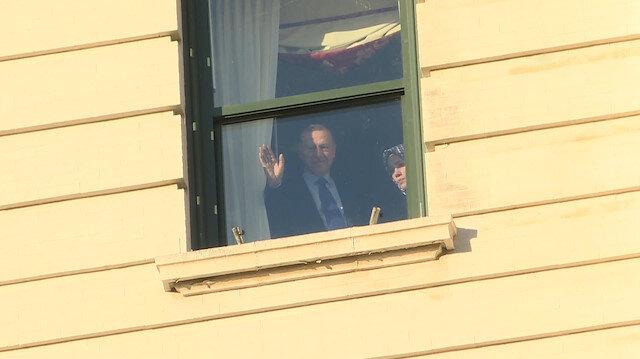 Cumhurbaşkanı Erdoğan ABD'de kalacağı otelin önüne gelen vatandaşları selamladı
