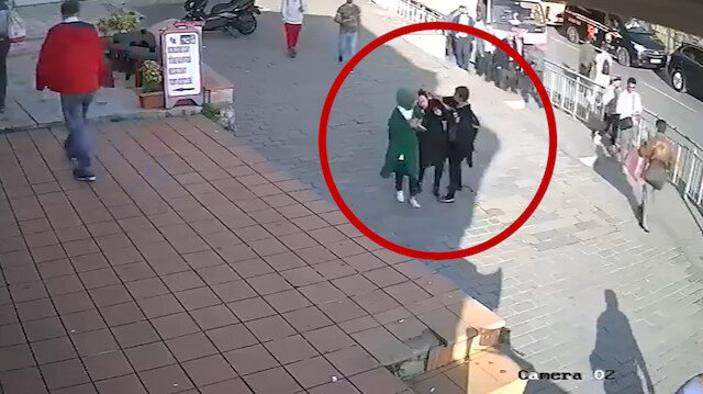 Karaköy'de başörtülü kıza yumruklu saldırı