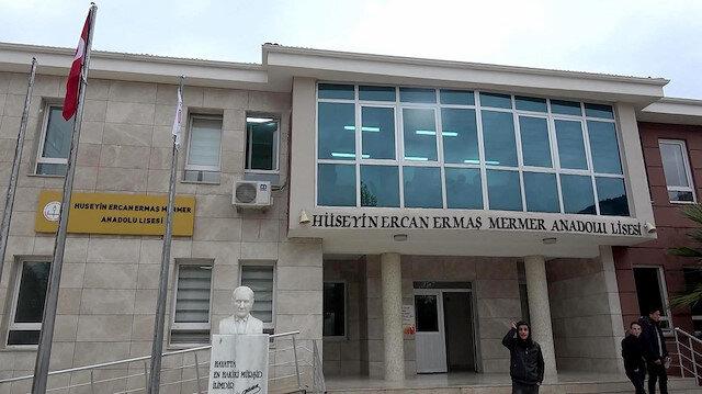 Muğla'da müdür ve öğretmenler öğrencilerine sınıf yapabilmek için kendi odalarından vazgeçti
