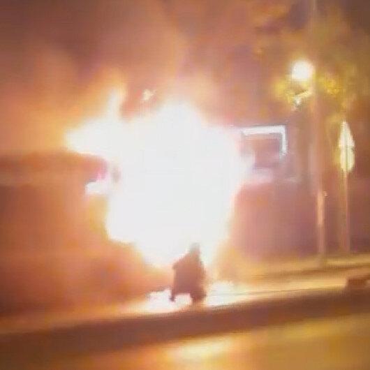 Park halindeki halk otobüsü alev alev yandı