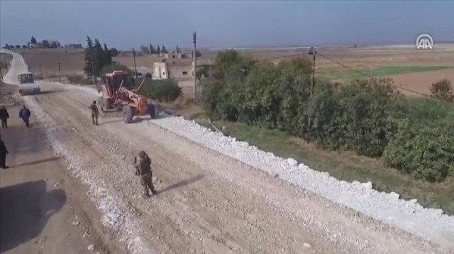 الدفاع التركية تنشر مشاهد لإنشائها الطرق في