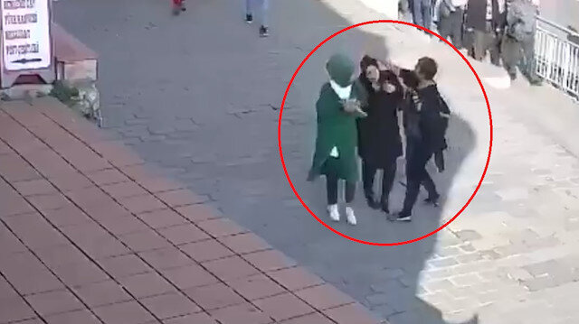 İstanbul Karaköy'de başörtülü kadına saldıran provokatör tutuklandı