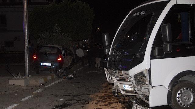 Minibüs şoförü kaza sonrası direksiyon koltuğundan fırladı