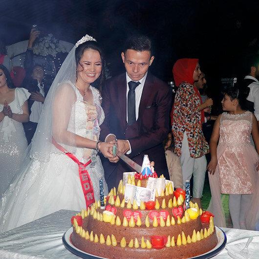 """""""الكبة النية"""" بدل """"الكعكة"""" في حفل زفاف تركي"""