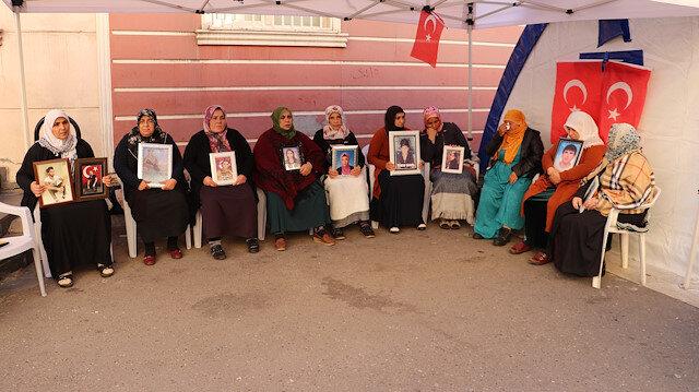 HDP önündeki ailelerin feryadı dizilere taşındı: Anneler, 'Arka Sokaklar' ekibine teşekkür etti