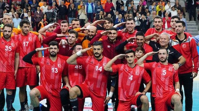 AEK asker selamı veren hentbolcu Yunus Özmusul'un sözleşmesini feshetti
