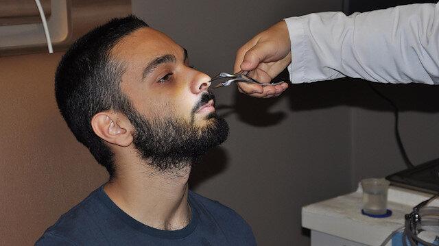 'Nefes alamıyorum' diye doktora gitti: Burundan diş çıktı