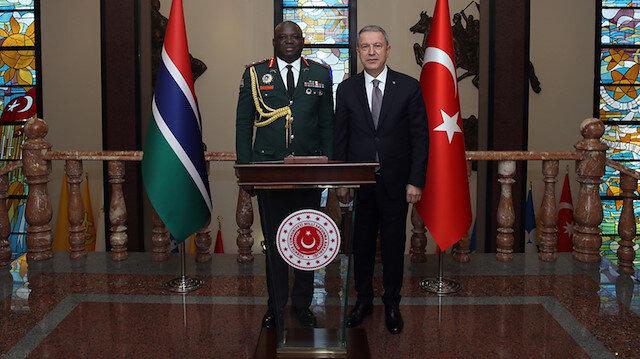 Bakan Akar Gambiya Genelkurmay Başkanı Kinteh'i kabul etti